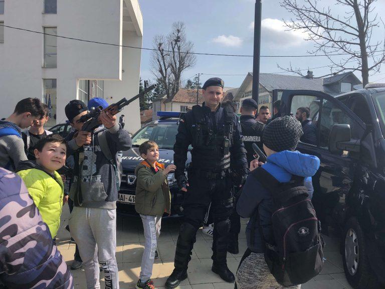 Puterea şi măiestria jandarmilor, demonstrate în mijlocul Becleanului