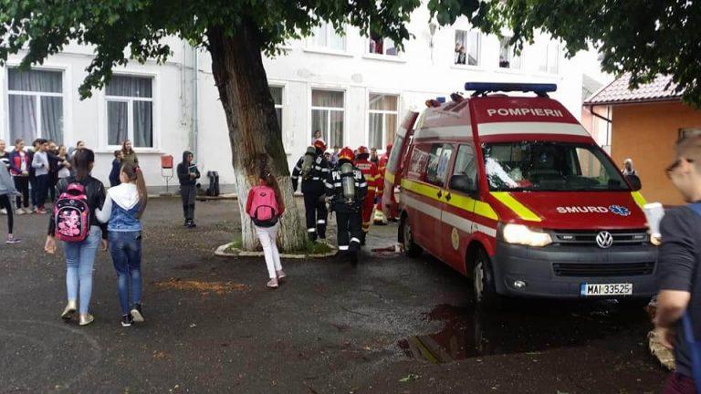 Evacuarea în caz de incendiu, exersată la o şcoală din Beclean