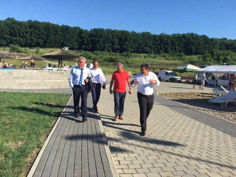 """Primarul Nicolae Modovan i-a prezentat vicepremierului Viorel Ştefan, la Băile Figa, """"cea mai bună moştenire pe care o vom putea lăsa copiilor noştri"""""""
