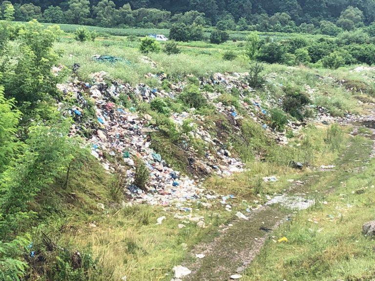Primăria Beclean a contractat transportul la Tărpiu al gropii de gunoi de la Coldău