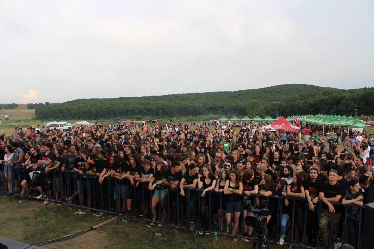 """Concertele rock, """"Satul celtic"""" şi parada moto, atracţiile celei de-a doua zile de Festival, la Beclean"""