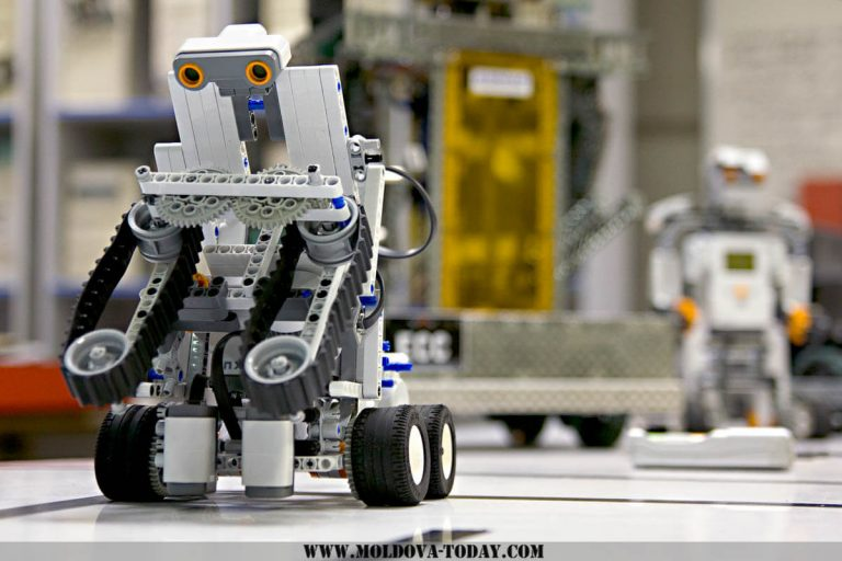 """Juniorii roboticii predate la CNPR Beclean, în faţa """"First Lego League"""""""